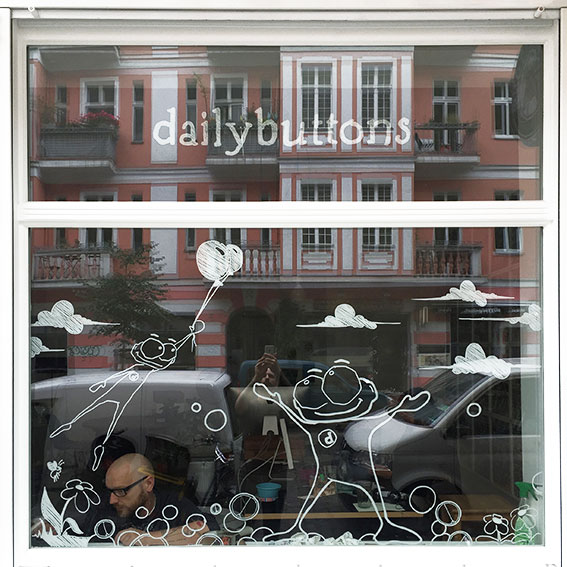 dailybuttons Fensterfront